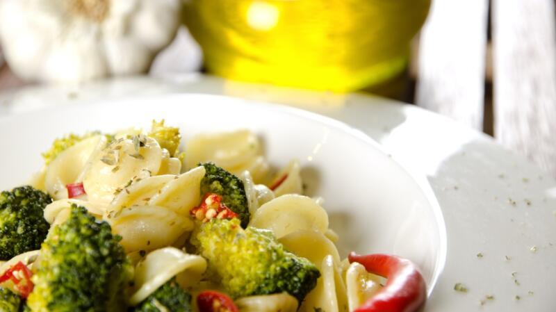 frische Penne mit Broccoli-Auberginen-Sauce