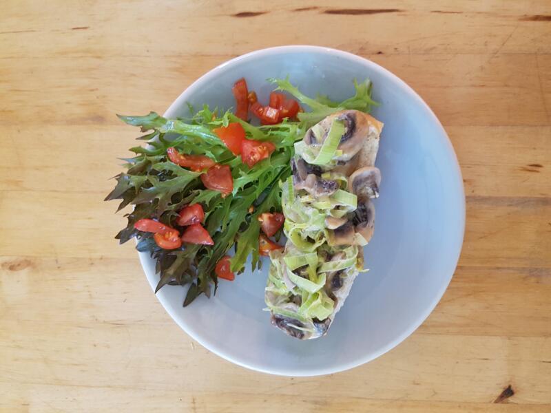 frischer Lauch-Pilz-Toast