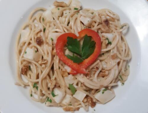 Spaghetti mit Sellerie-Baumnuss-Sauce