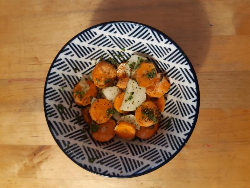 frisches Rüebli-Rettich-Gemüse