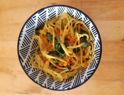Spaghetti mit Kokossauce und Curry-Spinat