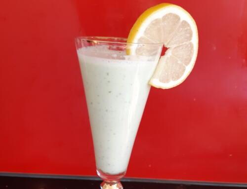 Gurken-Zitronen-Shake mit Honig