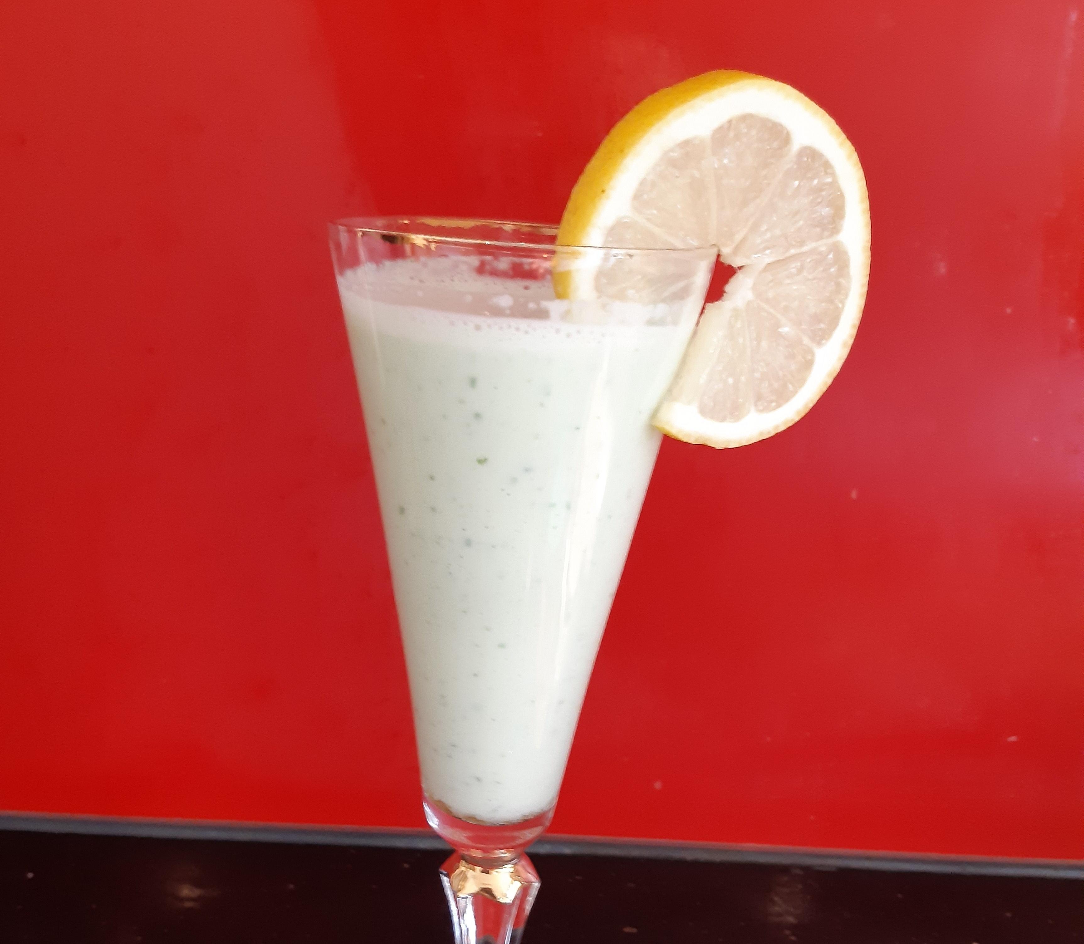 frischer Gurken-Zitronen-Shake mit Honig