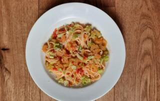 frische Spaghetti Aglio e Olio mit Stangensellerie