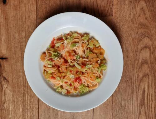Spaghetti Aglio e Olio mit Stangensellerie
