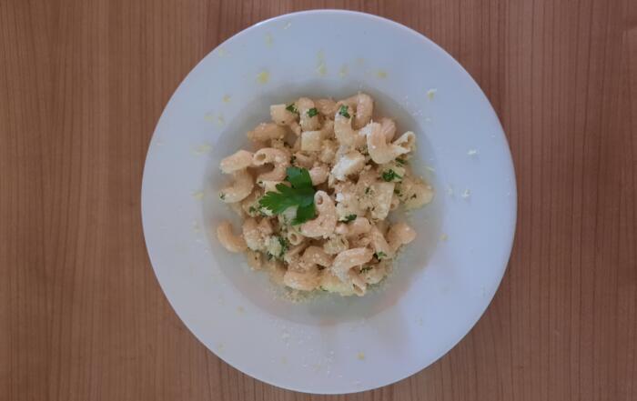 frische Pasta mit Sellerie-Baumnuss-Sauce