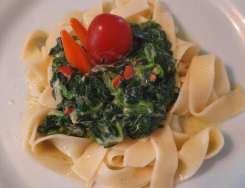 Chilinudeln mit Spinat und Mascarpone