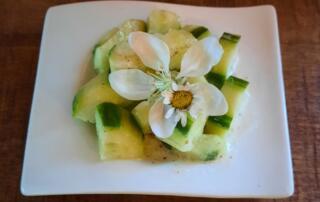 frischer Gekochter Gurkensalat