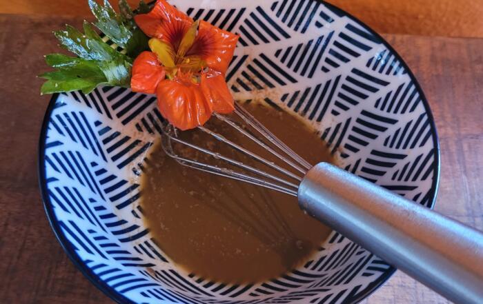 frischer Blattsalat mit Parmesandressing
