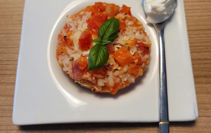Bruschette mit Tomaten und Parmesanrahm