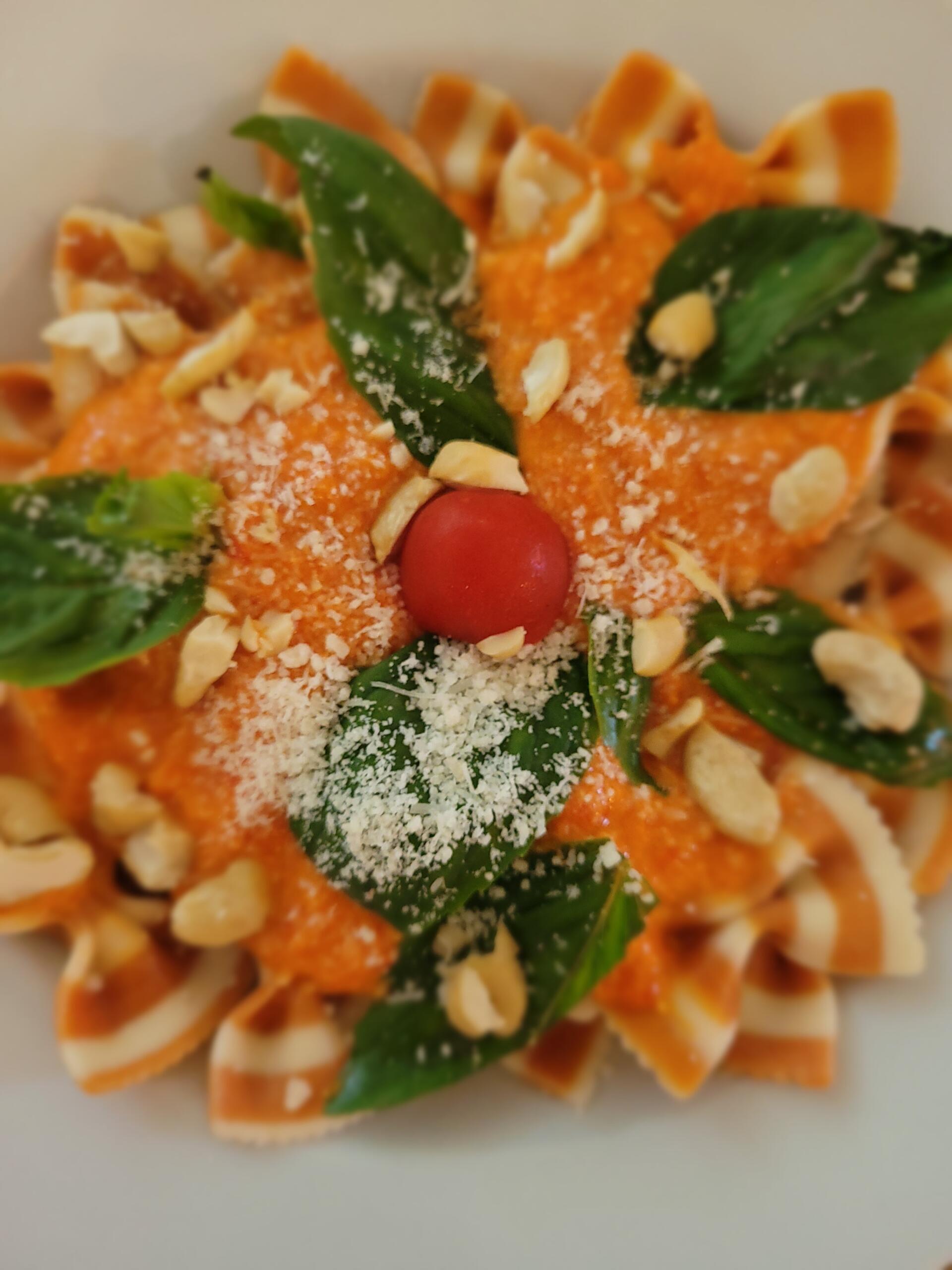 frische Farfalle mit Peperoni-Pesto